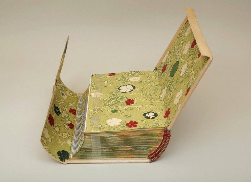 Knygrišės restauruotojos Gražinos Smaliukienės įrisimas || Binding by bookbinding-restorer GražinaSmaliukienė
