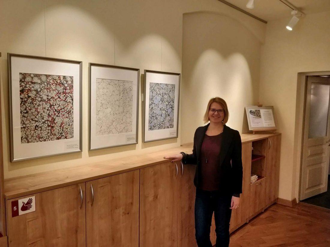 Marmurinio popieriaus paroda A. Mickevičiaus bibliotekoje || marbled papers exibition in Mickevicius library